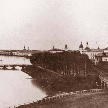 Вид Соборной горки и Соборного моста на фотографии 1860-х годов. За Софийским собором справа - колокольня, построенная в 1650-годах