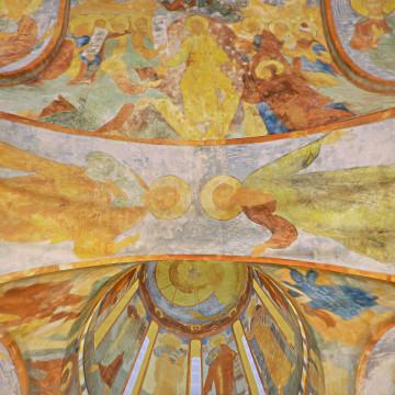 Апостолы Сила (слева) и Ермий (справа). Роспись западной подпружной арки северо-западного барабана.