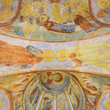 Апостолы Иаков Алфеев (слева) и Матфий (справа). Роспись северной подпружной арки юго-западного барабана.
