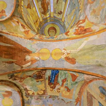 Апостолы Кодрат (слева) и Силуан (справа). Роспись восточной подпружной арки юго-западного барабана.