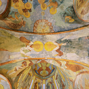 Апостолы Насон (слева) и Сосипатр (справа). Роспись западной подпружной арки юго-западного барабана.